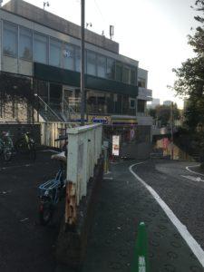 信濃町駅前 指定喫煙所近くのミニストップ画像