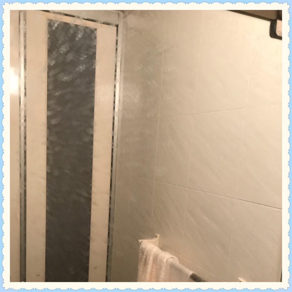 クリーニング前の浴室の鏡の画像1