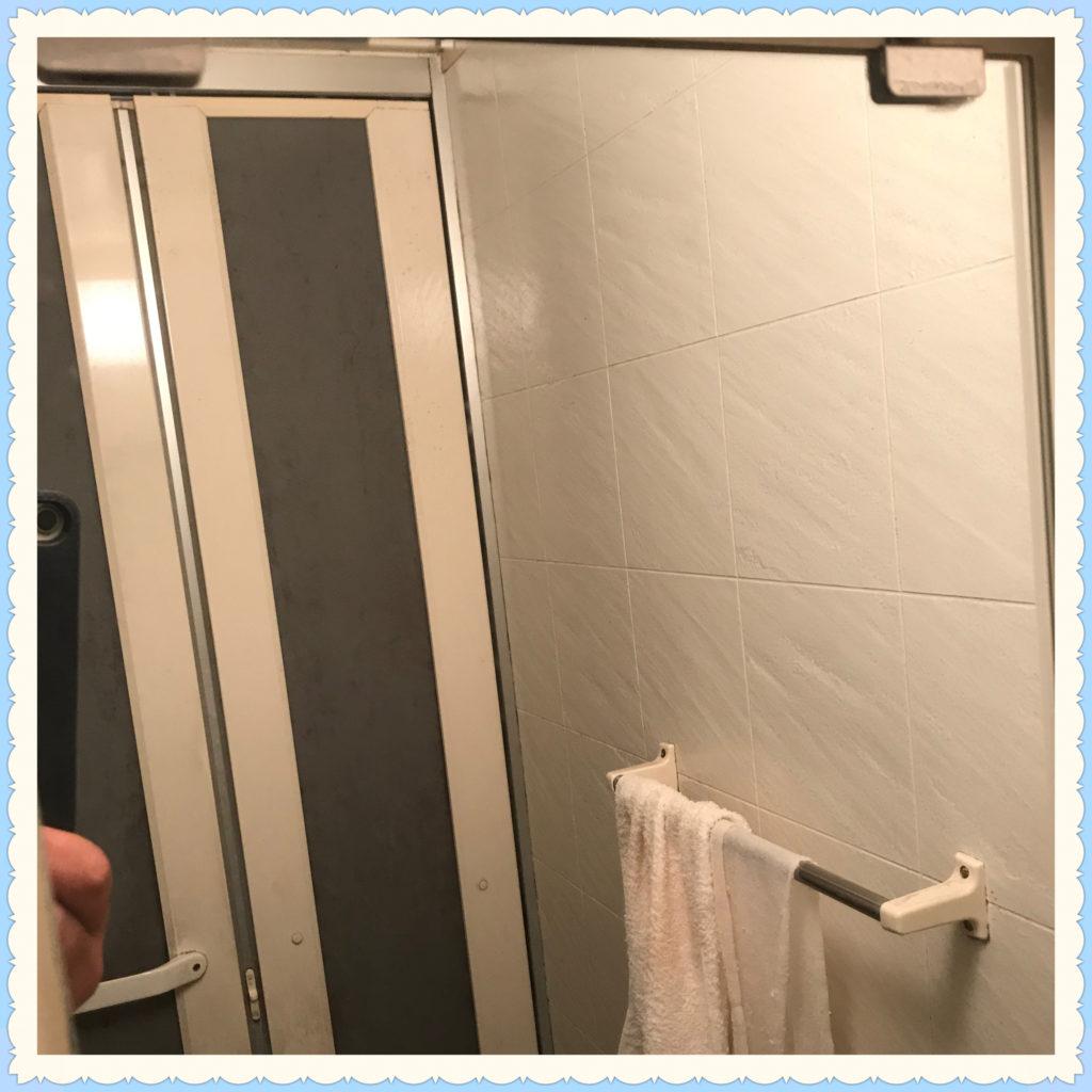 クリーニング後の浴室の鏡画像